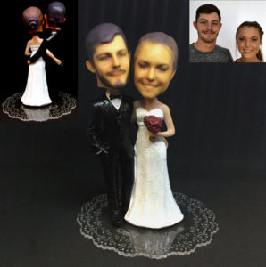 Custom bobblehead caketopper with 1:4 scale (L) heads.